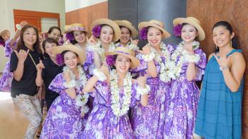 湯本高校の生徒たちと舞台裏で(2019年8月 第9回フラガールズ甲子園)